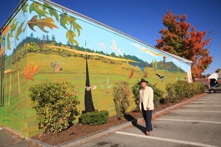 Rodney Monk and completed mural